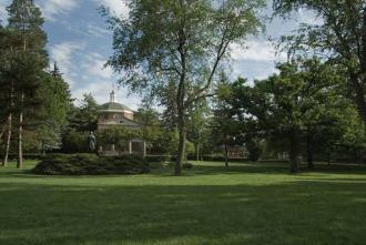 Kirk Memorial Quad in Summer